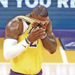 Los nuevos 'Big 3' de los Lakers debutan con derrota ante los Warriors